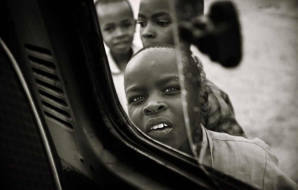 photoblog image Children of Rwanda #1 : Curiosity