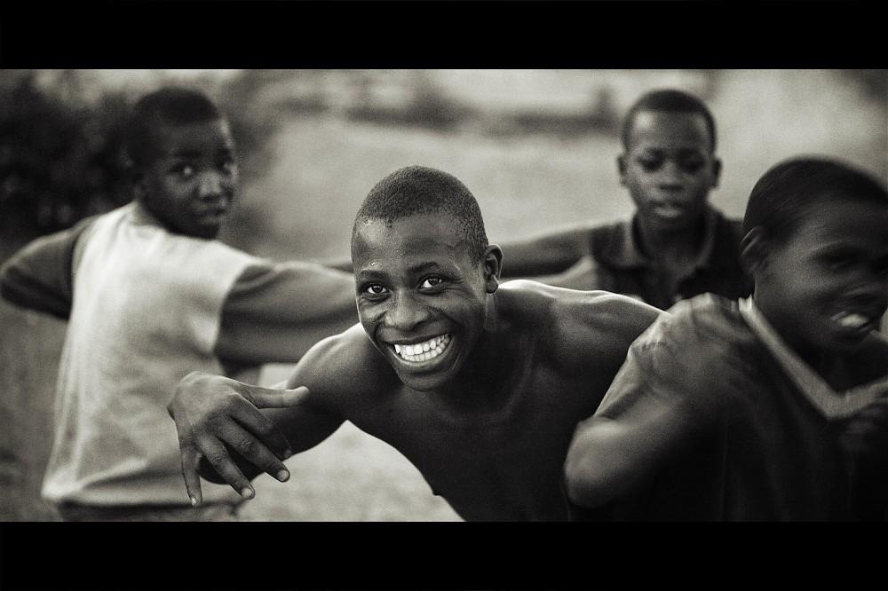 photoblog image Children of Rwanda #7: Playful departure