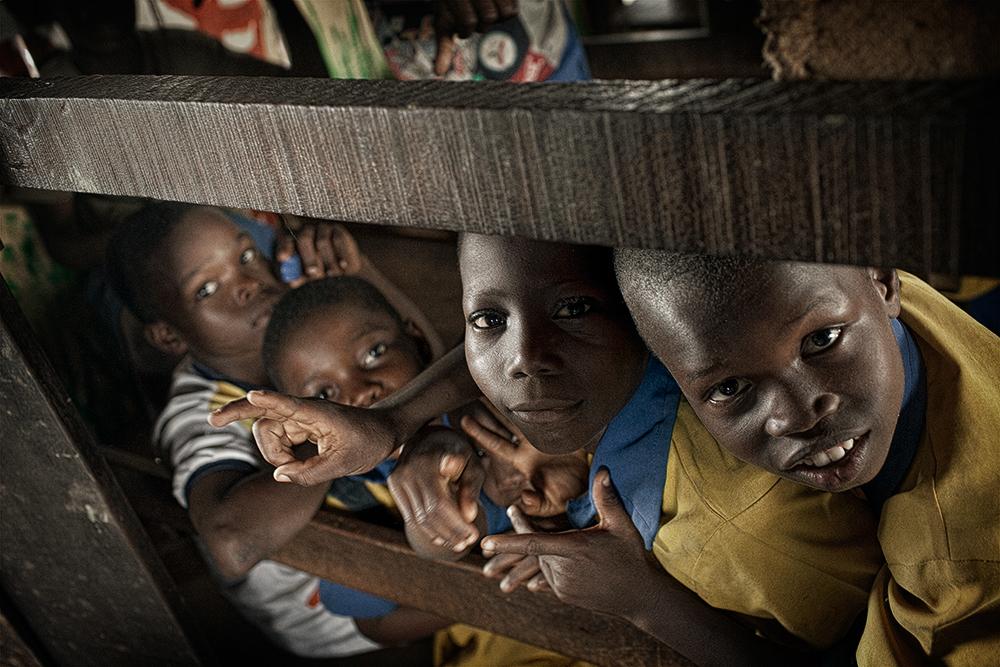 photoblog image Boy's peeping in a Makoko school for a shot