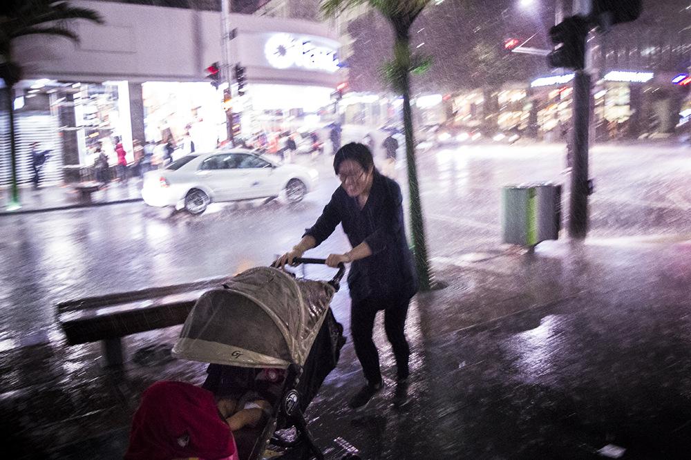 photoblog image Under the rain and babies