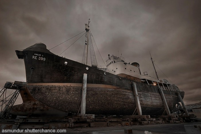 photoblog image One whaleboat on dry land and no lifering ...