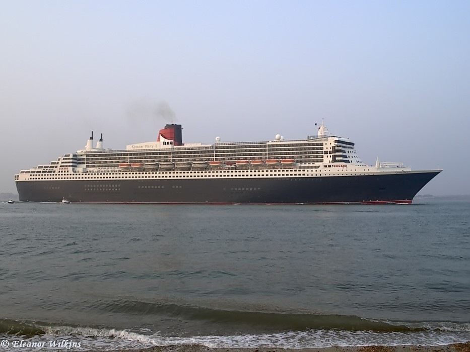 photoblog image Queen Mary 2 at Calshot
