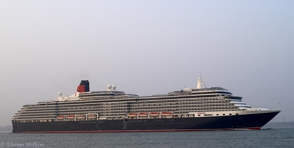 photoblog image Queen Victoria passing Calshot