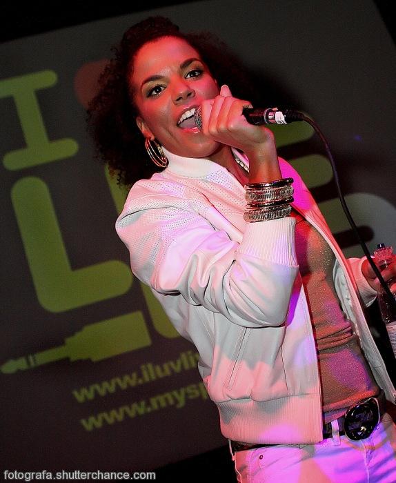 photoblog image I'm Just Ms Dy-Na-Mi-Teeeeeee!!!