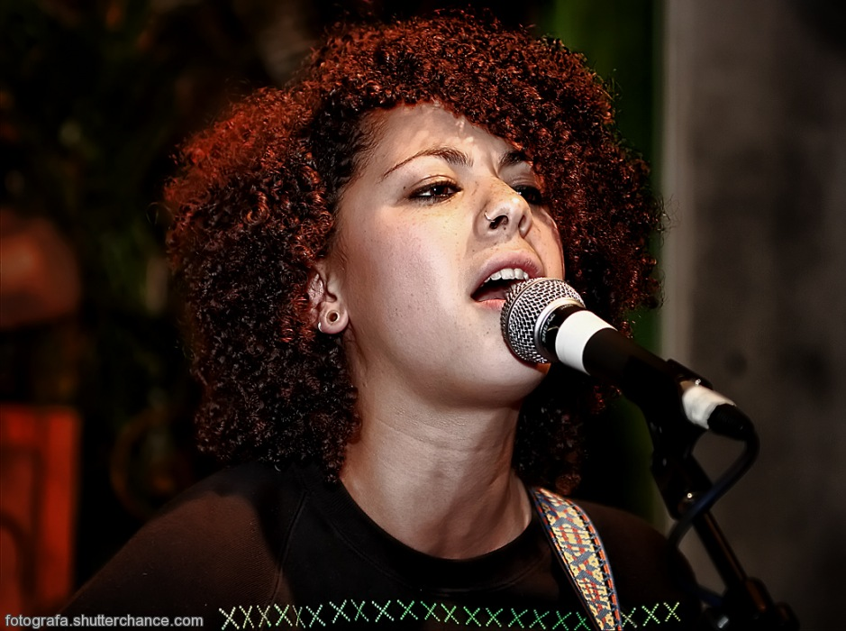 photoblog image Kerry Leatham Live @ Favela Chic - Close Up