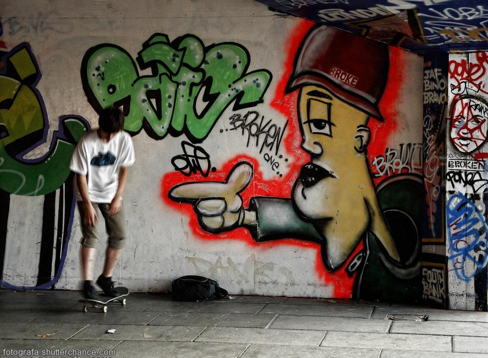 photoblog image South Bank Street Art #1 - Along The South Bank