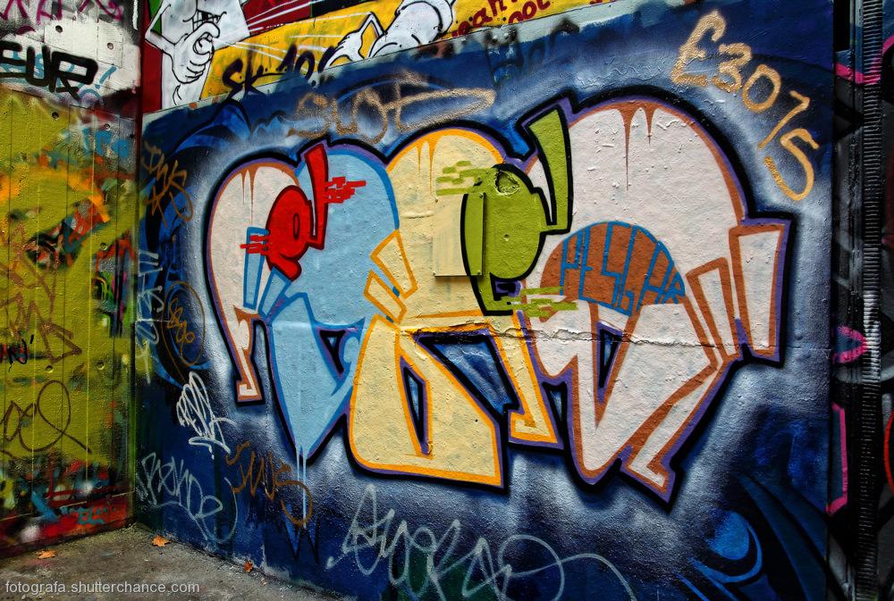 photoblog image Along The South Bank - Street Art #13