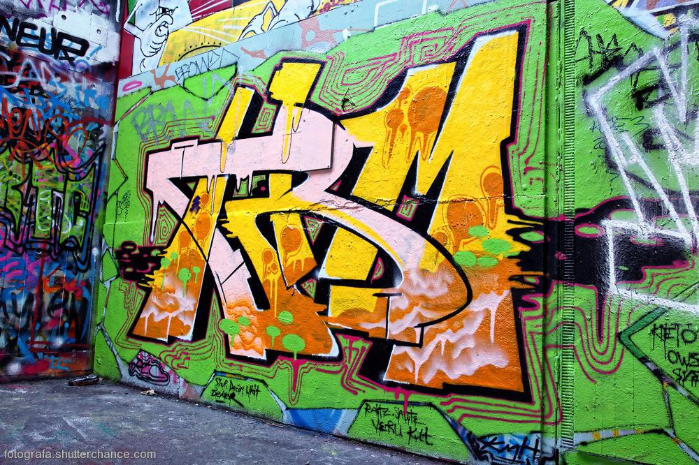 photoblog image Along The South Bank - Street Art #14