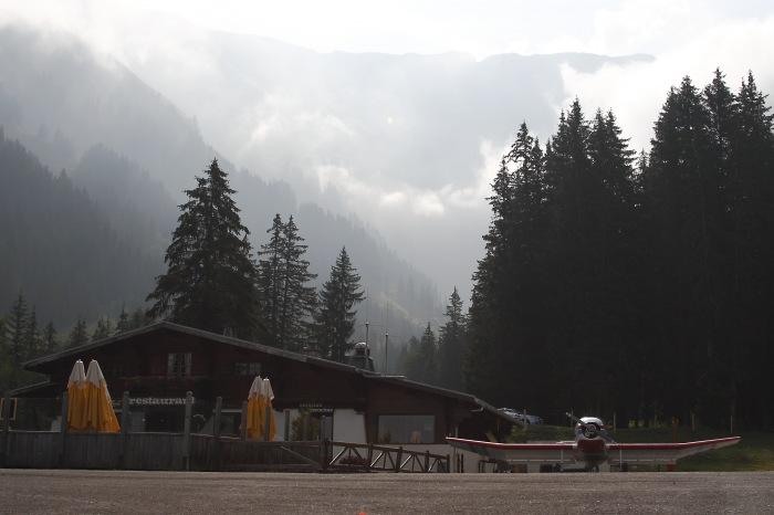 photoblog image Aeropuerto de los Alpes.
