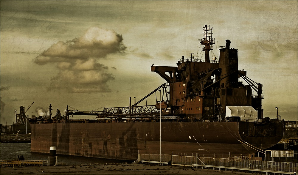 photoblog image Tales of the <s>Black</s> Freighter