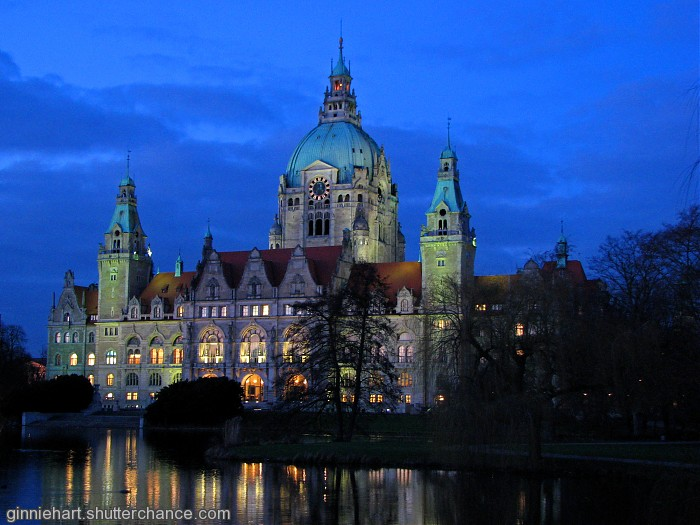 photoblog image Hannover's New Town Hall at Night