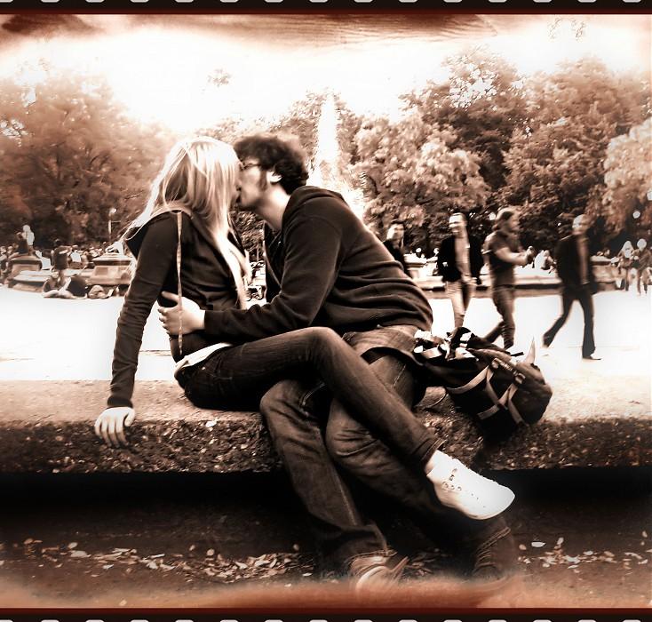 photoblog image N.Kama 'French Kiss in the Park'. New York, 2007