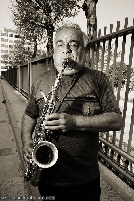 """photoblog image """"Jimmy blow horn, live in brussels"""""""