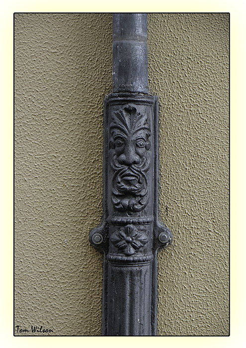 photoblog image Zamora - drainpipe decor