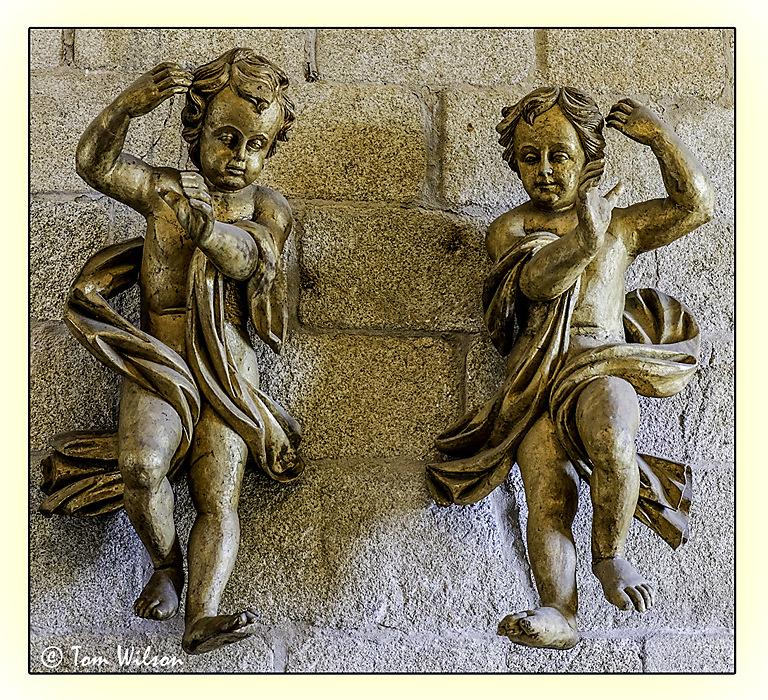 photoblog image Porto-Cathedral-Cherubs