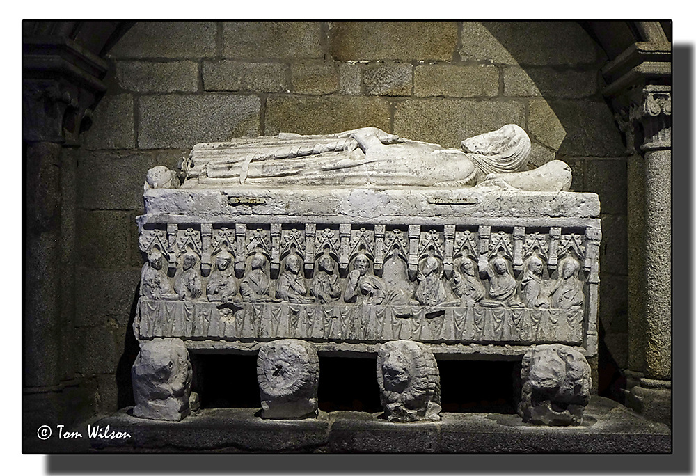 photoblog image Porto-Cathedral-tomb