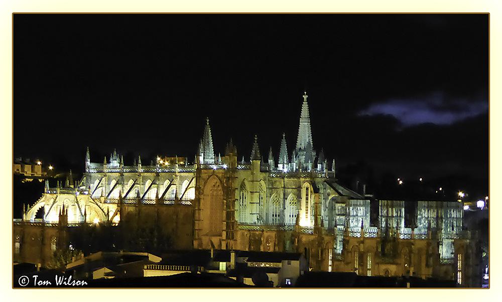 photoblog image Batalha - the Monastery by night