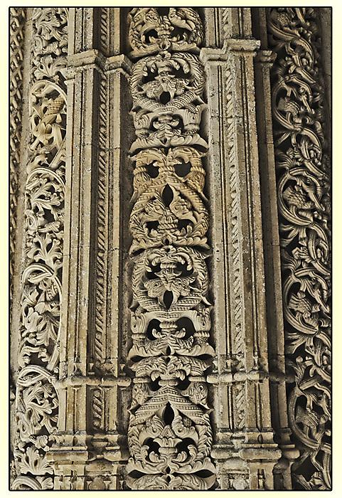 photoblog image Batalha - stone carving