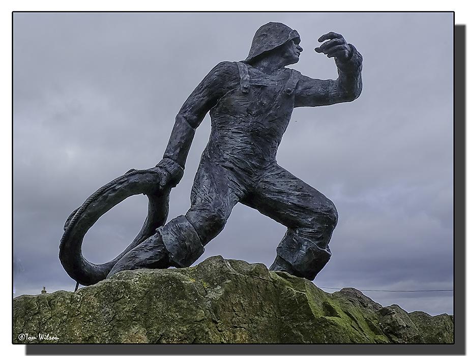 photoblog image Seahouses, Northumberland, statue