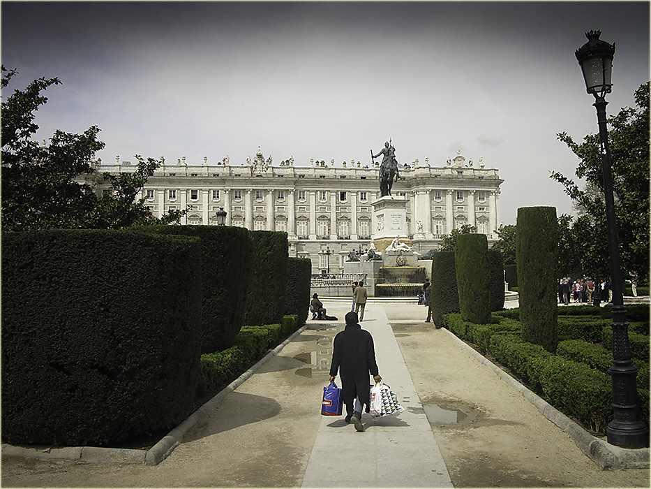 photoblog image Madrid - shopping for Royal Palace?