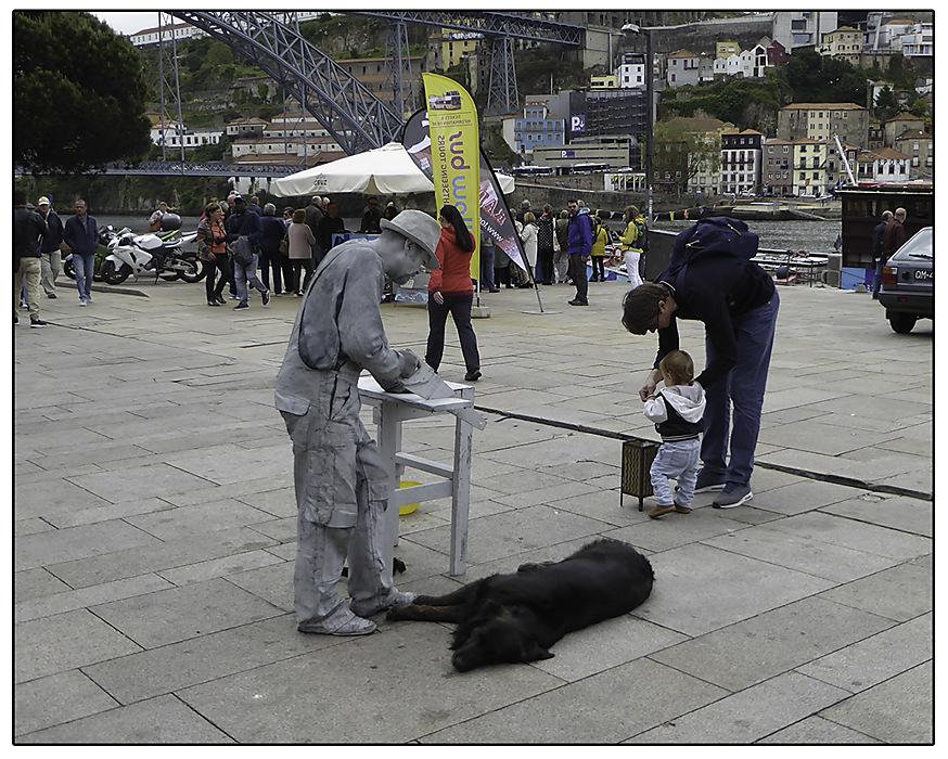 photoblog image Porto-Living statue