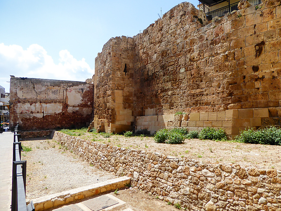 photoblog image Chania - Byzantine walls