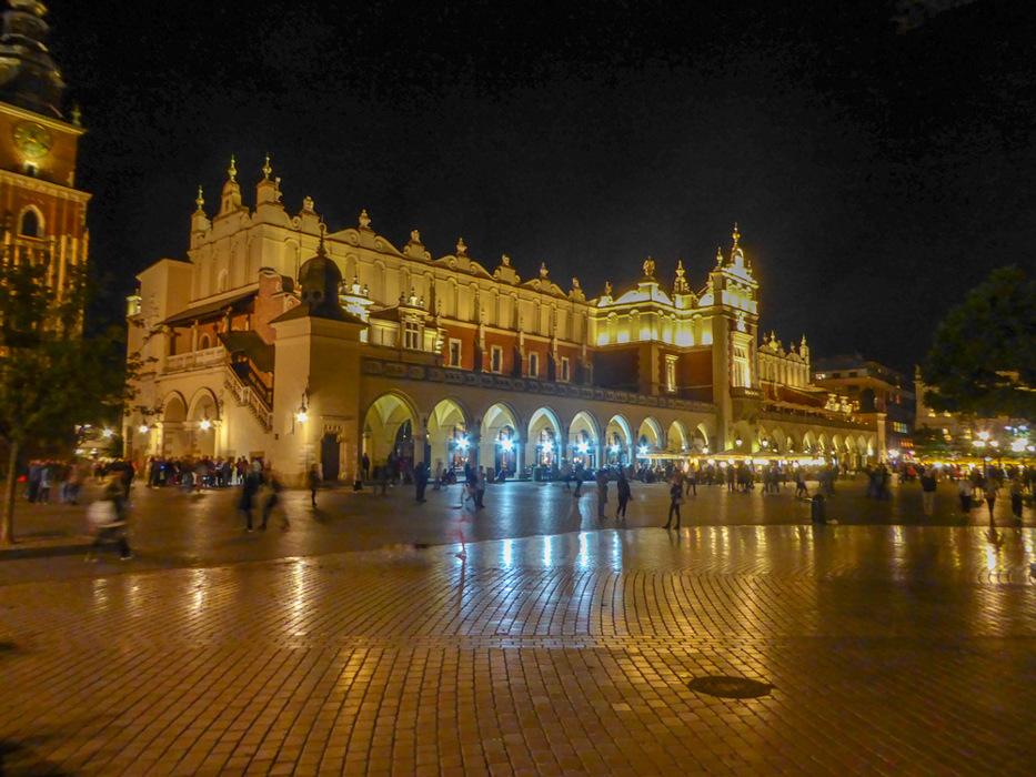 photoblog image Krakow-Cloth Hall by night