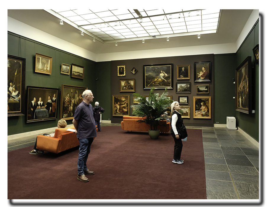 photoblog image Haarlem-Hals Museum-viewers