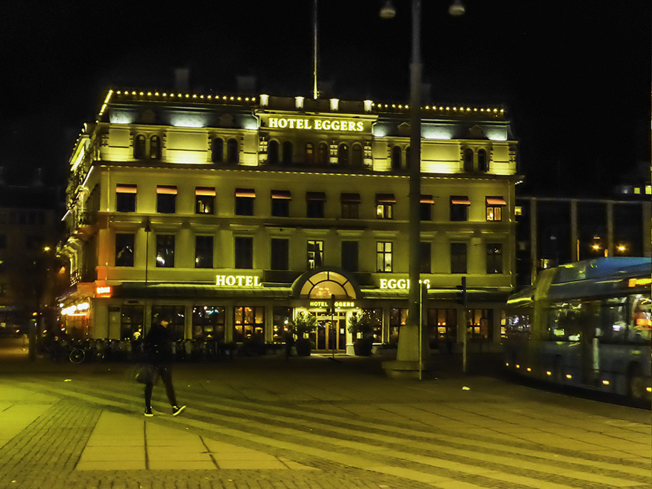 photoblog image Gothenburg hotel by night