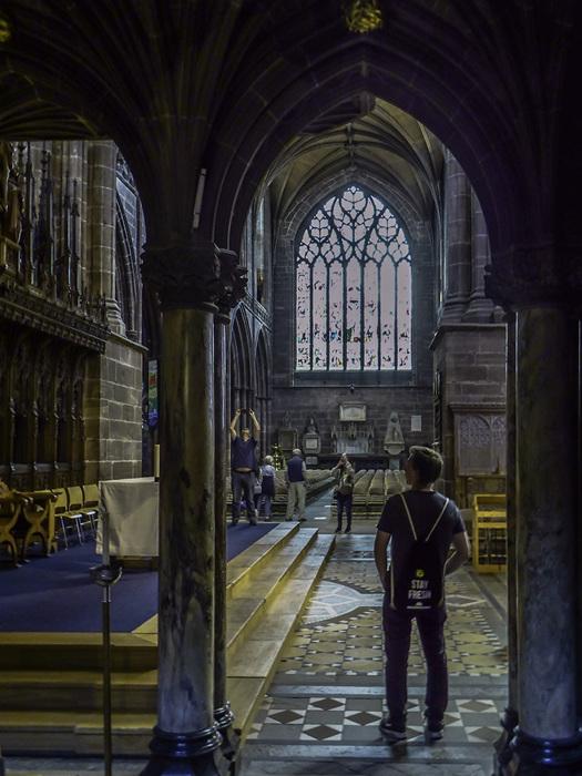 photoblog image Chester cathedral - visitors.jpg