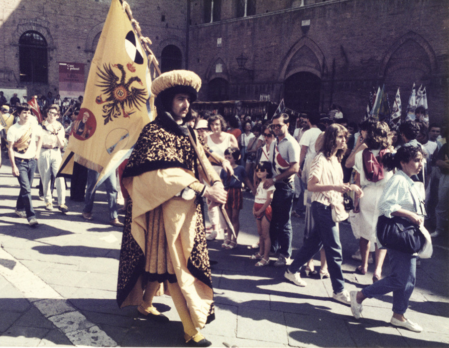 photoblog image Sienna-flagbearer