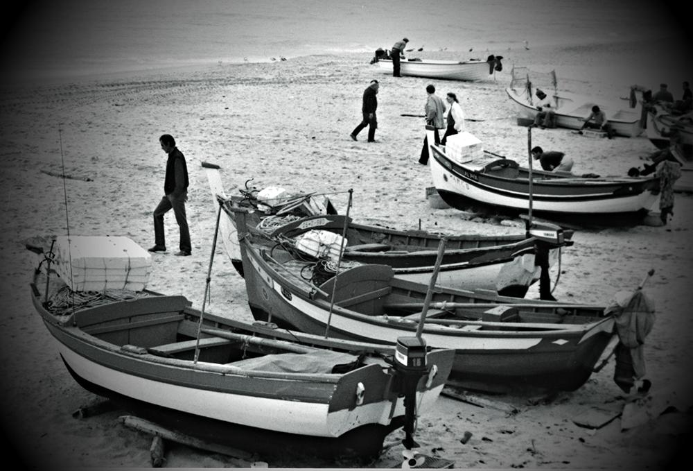 photoblog image Albufeira-beached boats
