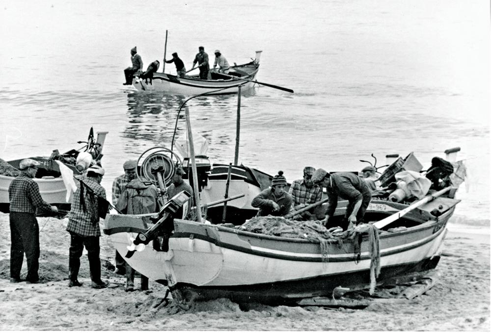 photoblog image Albufeira-working boats.jpg