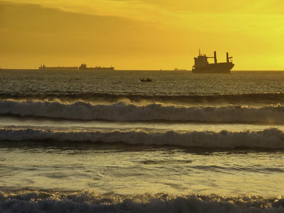 photoblog image Porto-ships offshore