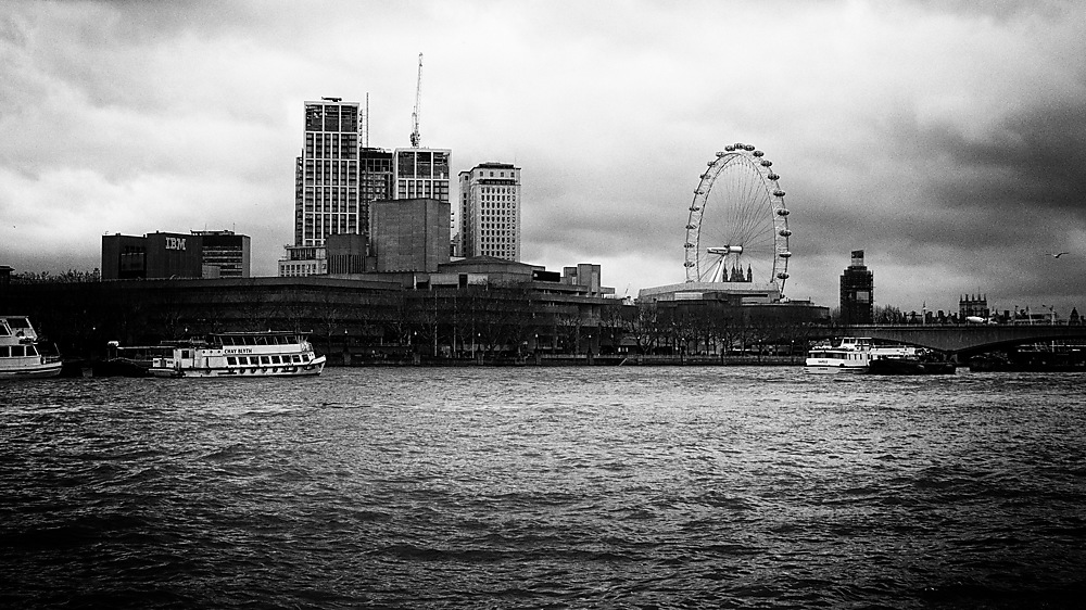 photoblog image The Thames on a damp afternoon