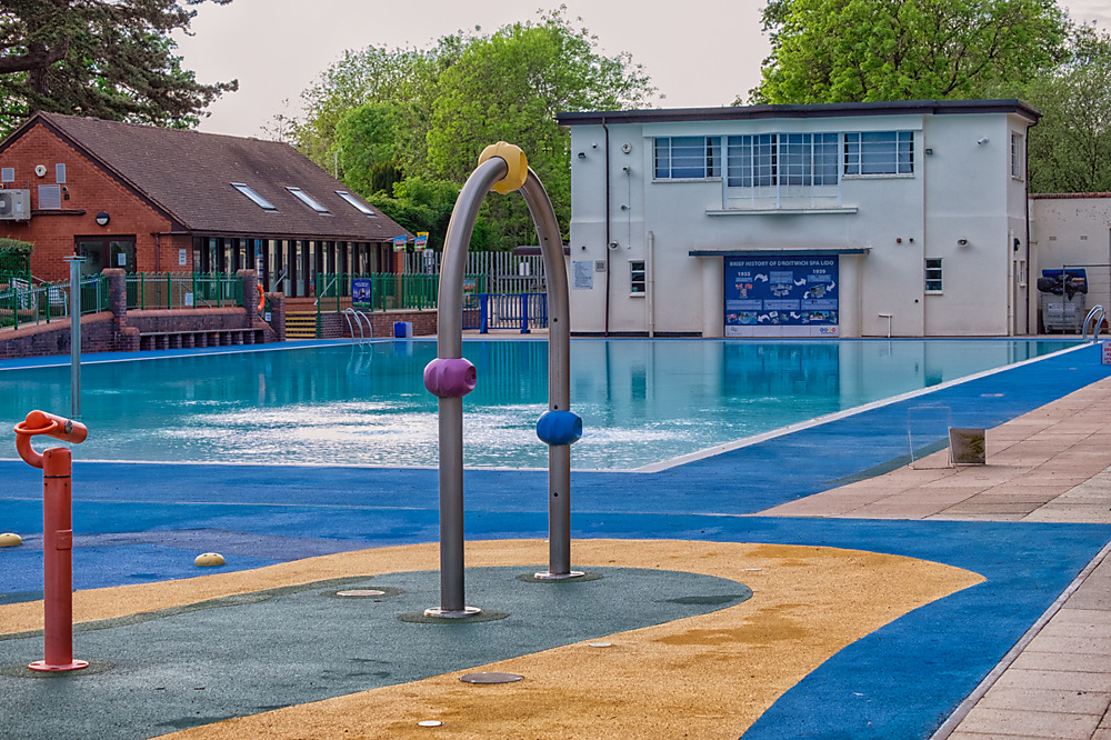 photoblog image The Lido pool in Droitwich
